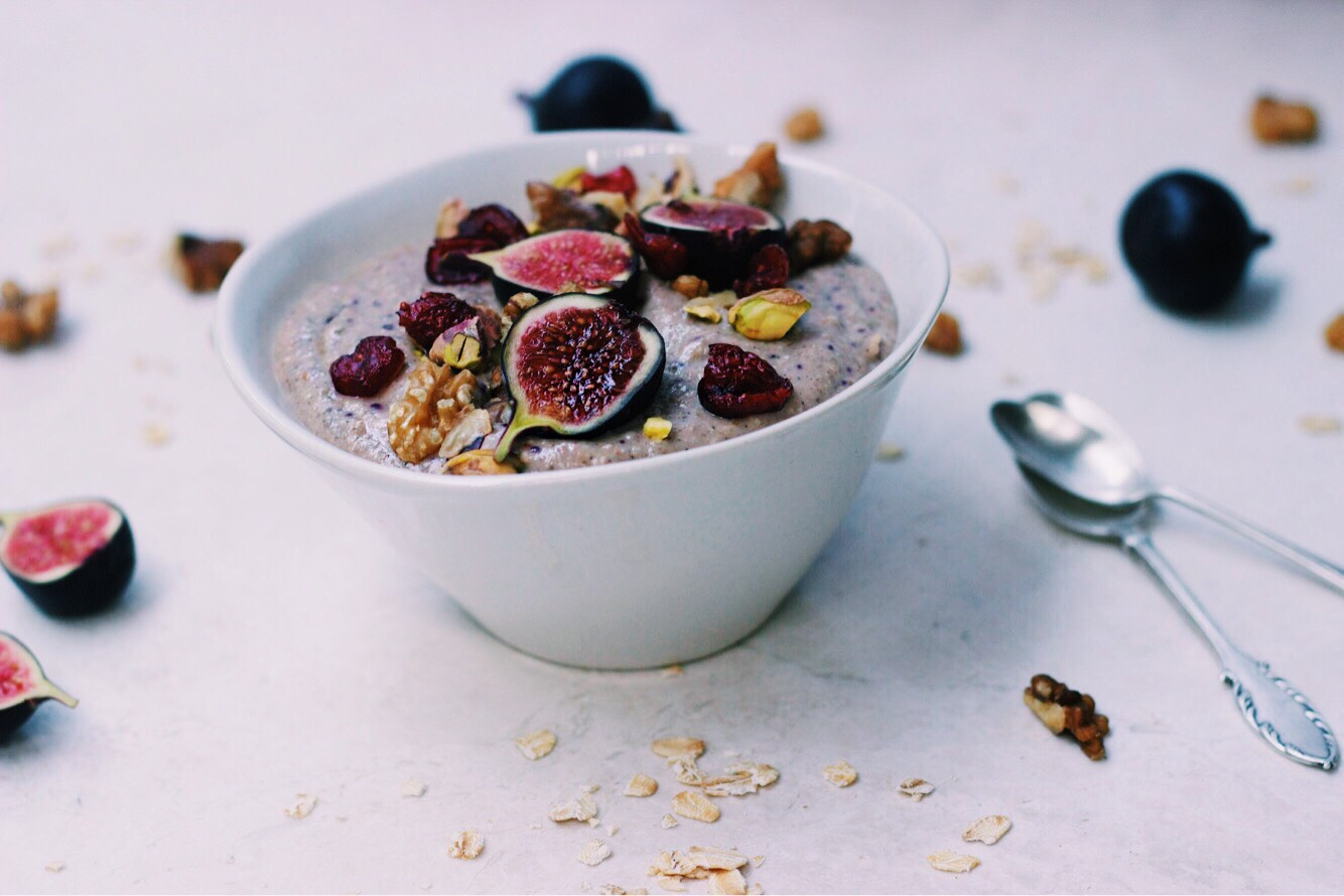 FIG ON A CINNABUN SMOOTHIE BOWL