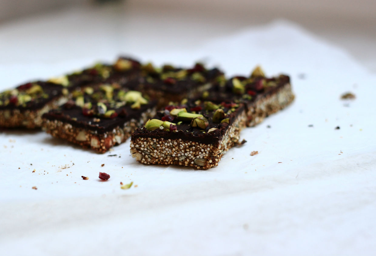QUINOA CHOCOLATE BARK & FOOD PHOTOGRAPHY TIPS