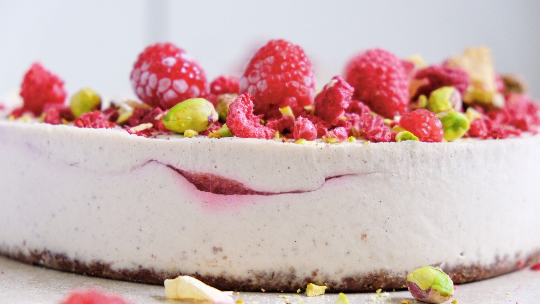 RASPBERRY & COCONUT SWIRL VEGAN CHEESE CAKE