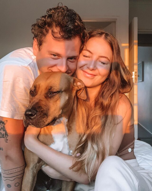 🍯🌤• Sure travelling is fun, but have you ever woken up to coffee in bed with puppy cuddles? #TheresNoPlaceLikeHome or your own toilet 🚽 am I right? 😂   HAPPY SATURDAY MY LOVES! It's good to be home ~ #FamilyPhoto #HappyGirl